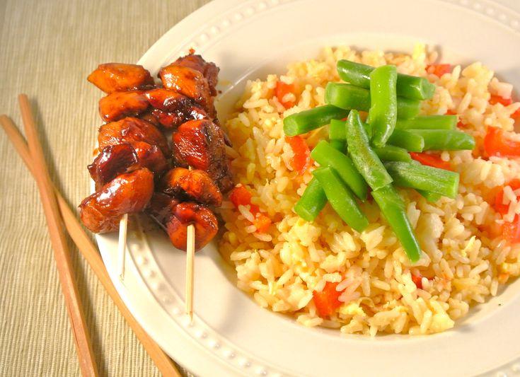 Al bladerend door de Allerhande, kwam ik op het idee voor dit heerlijke recept: gemarineerde kip met sperzieboontjes en rijst deluxe. Als je dit recept helemaal makkelijk wilt maken, kan je in plaats van de kip te marineren, kipkruiden gebruiken. Een heerlijk, snel en gezond recept.  Tijd: 25 min. Recept voor 2 personen Benodigdheden:...Lees Meer »