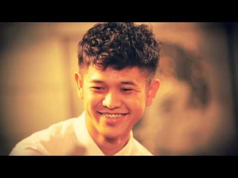 Dan kita melangkah... MALIQ & D'essentials - Setapak Sriwedari (Official Video) - YouTube