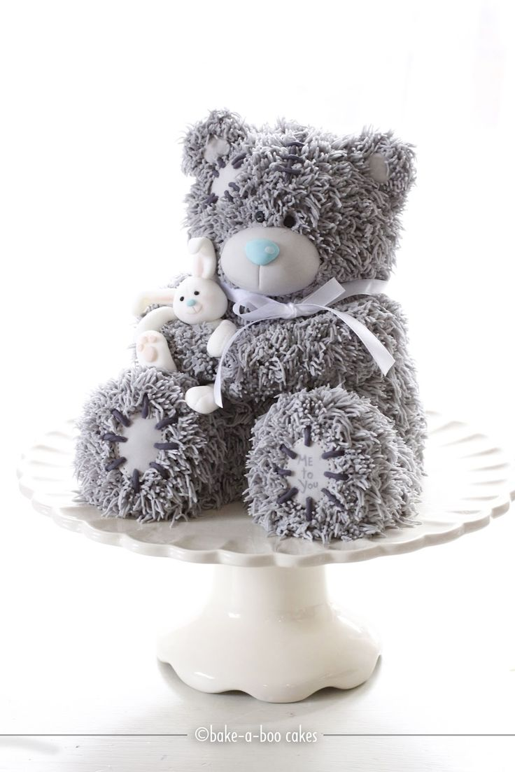 I swear that at first glance this was a real stuffed teddy bear. Amazing cake design! How to make Mr. me to you bear cake