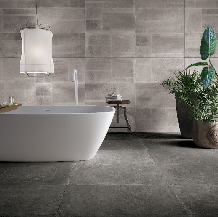 Betonlook badkamer, beton vloer, betonlook tegels, hout, wit, betonlook ideeën, betonlook mozaiek, sanitair, inloopdouche, badkamermeubel.