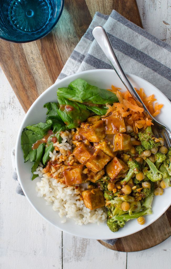 Peanut Tofu Buddha Bowl! A healthy meal, perfect for the New Year! Brown rice, tofu, roasted broccoli in a simple peanut sauce. Vegan & Gluten-Free.