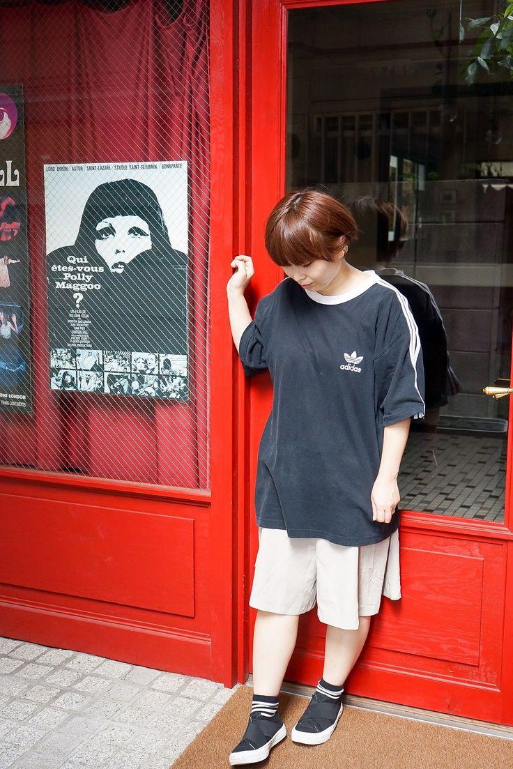 当店は古着全品700円(税抜)で販売しております。 一部新品アイテムの除外品コーナーも展開中です!!  当店で購入した着用アイテム。 ・USED Tシャツ 756円 ・USED ショーツ 756円  ラフでスポーティーなコーデにしました☆ベーシックカラーでまとめました!