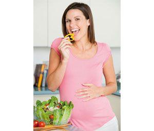 En esta segunda etapa de gestación es conveniente (a no ser que el obstetra indique lo contrario) ir aumentando la ingesta calórica progresivamente, hasta llegar a las 2.400 kcal diarias, para así asegurar los nutrientes necesarios para el desarrollo y crecimiento del feto