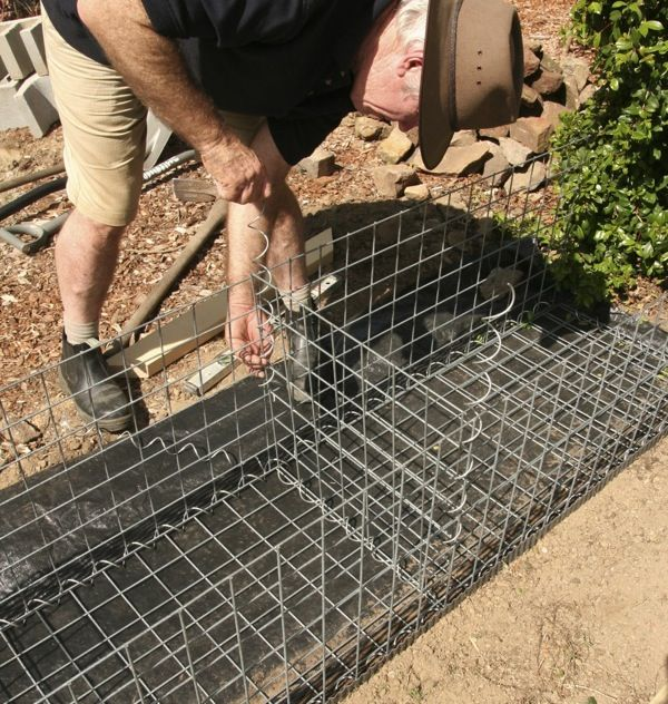 GardenDrum CStewart 8 gabion wall inserting the centre panel