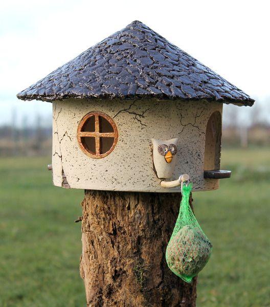 Vogelhaus Futterhaus Futtervilla Gartenkeramik  von Britt-Keramik - Gartenkeramik & mehr auf DaWanda.com