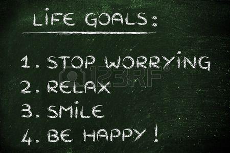 lista de objetivos felices de estilo de vida: dejar de preocuparse, relajarse, sonreír, ser feliz. Foto de archivo - 42246437