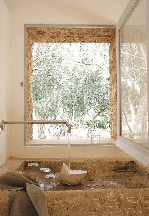 Für seine Finca Sa Pedra auf Mallorca hat der italienische Künstler Fabrizio Plessi die Kochinsel Convivium des italienischen Herstellers Arclinea gewählt.
