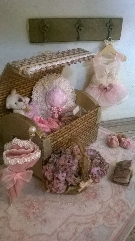 Miniature dollhouse WICKER TRUNK Wicker Trunk-style shabby chic shabby chic style