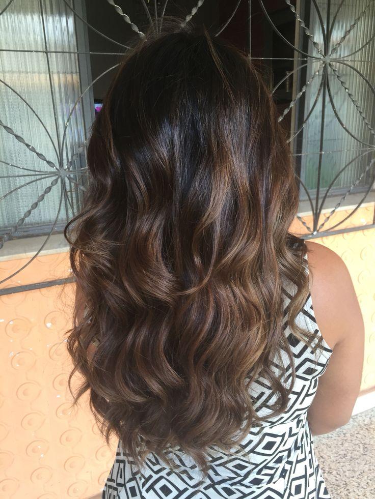 Morenas tem uma beleza tão sutil!!!   #loirodosonhos #morenailuminada #mechascriativas  #lifestyle #cabelos #hair #haircolor #hightlights #lowlights #mechas #hairtrends #hairstyle #haircut #instablond #instabrunette #ombre #transformação #cabelostop #hairbeauty #wella #wellaprobrasil #wellaprofessionals  #blondor #beautycoach #bh #expertteamwella @lucianasallesrosa
