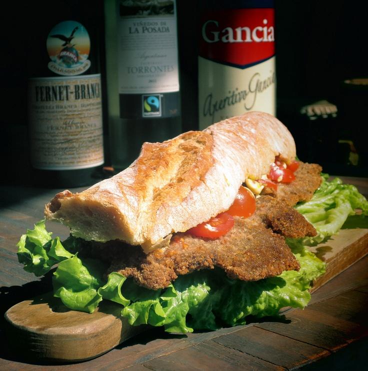 Sandwich de Milanesa argentin / Argentinian Milanesa Sandwich / Sánguche de Milanesa