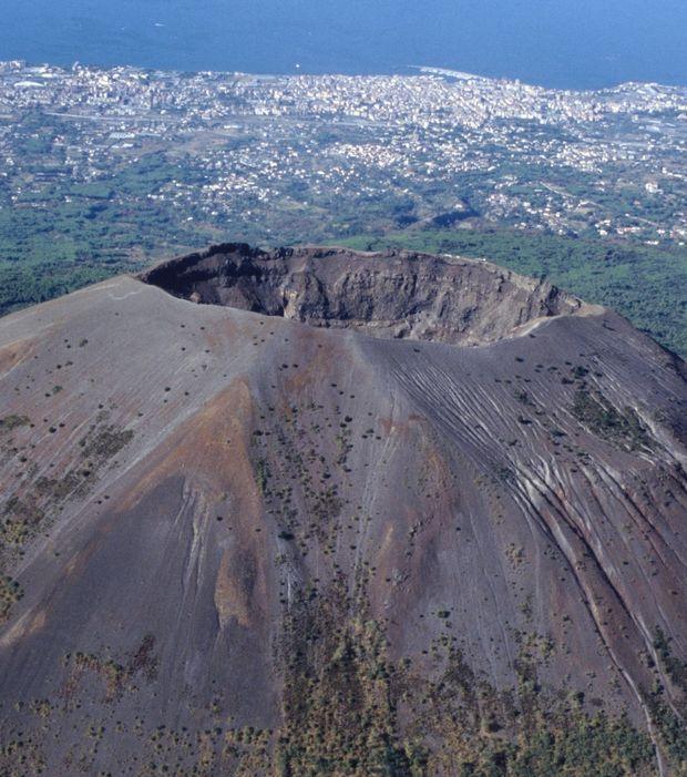 Vésuve (Italie) : le seul volcan d'Europe continentale à être entré en éruption au cours des 100 dernières années