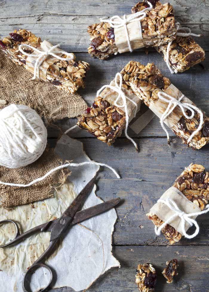 Barrette di granola con albicocca, uva passa e mandorla, da fare in casa
