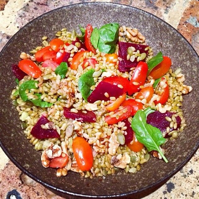 What's for dinner tonight? ... Freekeh! High in fibre and low GI. Regram from @thebitingtruth Try this super easy salad recipe! To make for one, two or three! Combine cooked Freekeh (1 serve = 1/2 cup) with beetroot, cherry tomatoes, pepita seeds, spinach, walnuts and avocado. Quick, easy and very delicious!  #Freekeh #recipes #cleaneating #dinner #salads #supergrain #wholegrain #highfibre #lowgi