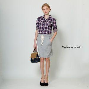 スウェットはヒールと合わせてカジュアルになりすぎないように。夏のレディース スウェット ファッション着こなしの参考一覧です♡