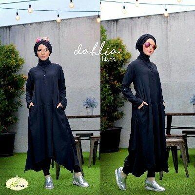 Dahlia by D-two Hijab Tunik  Legging Plus Pashmina  Design Tunik dengan bukaan kancing depan buat ibu yg menyusui pada bagian belakang diberi aksen serut bisa dikenakan pakai serutan  atau tanpa serutan tetap manis & elegan.  Setelan tunik ini sudah termasuk leging hitam. Tunik berbahan Lady zarra crep nyaman lentur bertekstur dingin saat dipakai keren jatuhnya saat dikenakan.  Pashmina bahan kain arabian cotton di beri aplikasi dikombinasi dengan linen ruby. Leging bahannya kaos street dan…