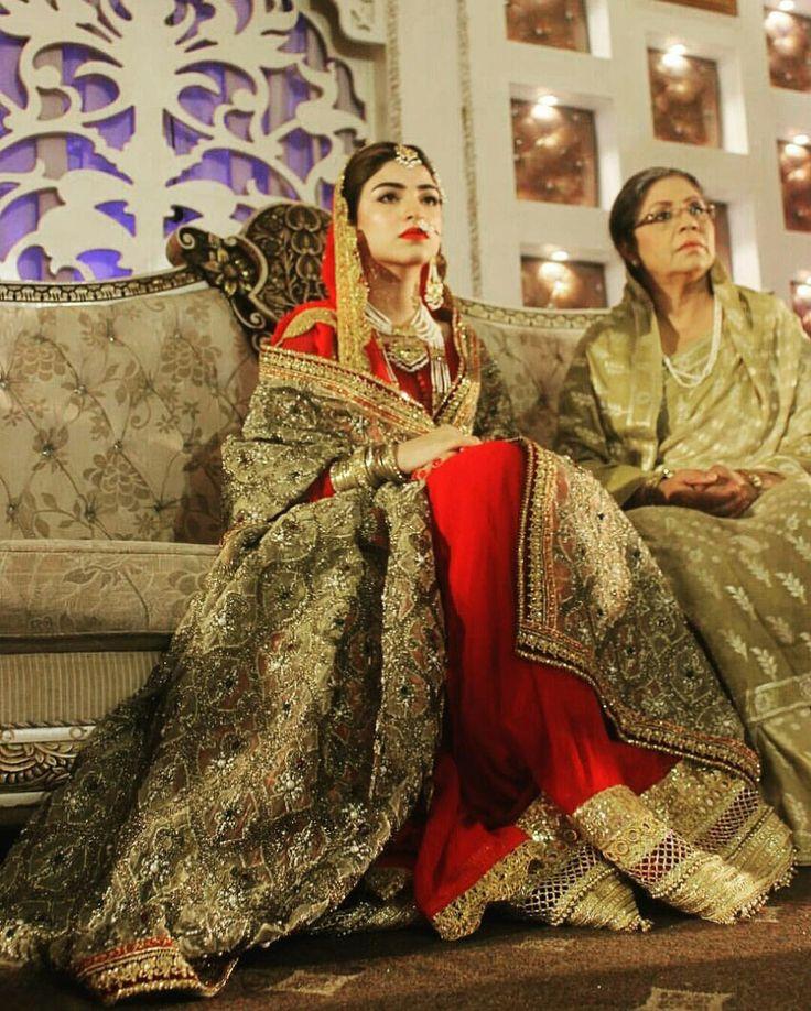 #Gorgeous #KinzaHashmi #BridalCouture #Drama #Shooting #HumUssiKayHein #Traditional #LuxuryFashion #PakistaniBridge #Weddings #Unique #Inspiration #GoldShadesTrend #HotRed #BridalLehenga #Trends2017 #Pakistan #PakistaniCouture2017 #PakistaniFashion #PakistaniActresses #PakistaniCelebrities