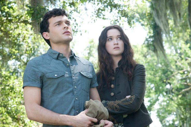 """(L -r) ALDEN EHRENREICH as Ethan Wate and ALICE ENGLERT as Lena Duchannes in Alcon Entertainment's supernatural love story """"BEAUTIFUL CREATURES,"""" a Warner Bros. Pictures release. © 2013 Alcon Entertainment, LLC"""