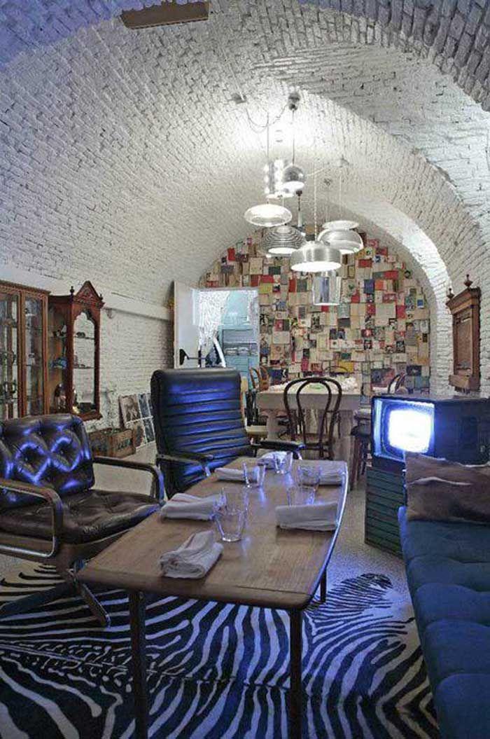 JUNK CLUB un restaurante escondido en otro restaurante; un speakeasy en el barrio de la Latina de Madrid.