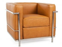 Im Jahre 1928 wurde der LC2 Sessel von dem Architekten und Designer Le Corbusier entworfen und ist heute noch einer der großen Design-Klassiker.Material : Gestell aus verchromtem Stahl, Kissen aus festem Schaumstoff, Bezug aus Leder.Maße:Höhe: 70 cm, Breite: 76 cm, Tiefe: 70 cm, Sitzhöhe: 40cmLeder: Hochwertiges Anilin-LederFarbe: KaramellGarantie: 1 JahrHochwertige Reproduktion des Le Corbusier LC2 Sessels.