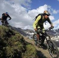 Wij werken samen met fietsenverhuur Pinckers. Voor alle soorten fietsen tot aan electrisch toe.