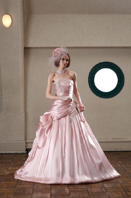 ドルチェ・DOLCE / ドレスレンタルのブランシェでは、ドルチェのウェディングドレス、カラードレスを扱ってます。