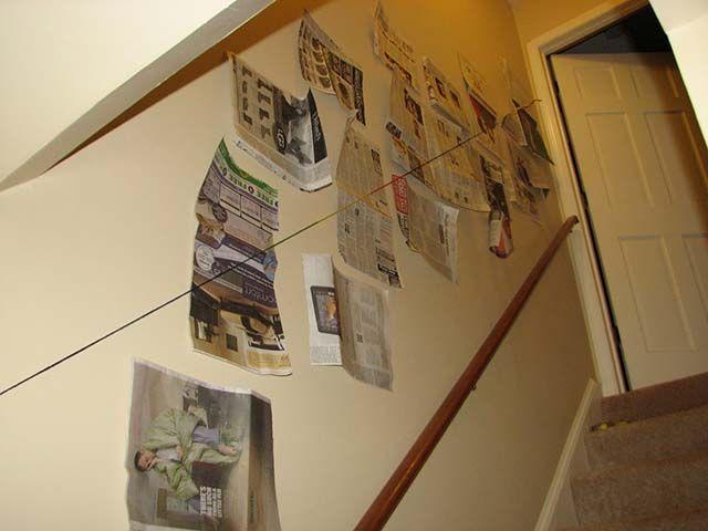 Tutorial Comment Accrocher Des Cadres Dans L Escalier Decoration Escalier Escalier Photos