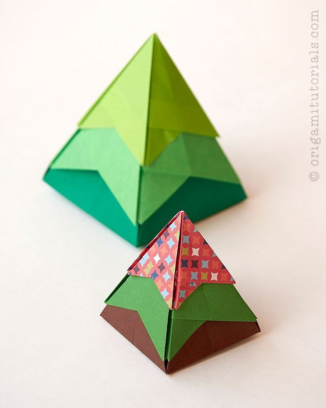 Christmas Tree Origami Box Design Akiko Yamanashi More Info Origamitutorials Com Christmas Tree Origami Fabric Origami Origami Tutorial Origami Stars