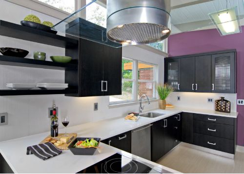 This Radiant Orchid accent wall gives this kitchen the perfect pop of color. From Our Blog at Design Connection, Inc. | Kansas City Interior Design http://designconnectioninc.com/blog/ #InteriorDesign #RadiantOrchid