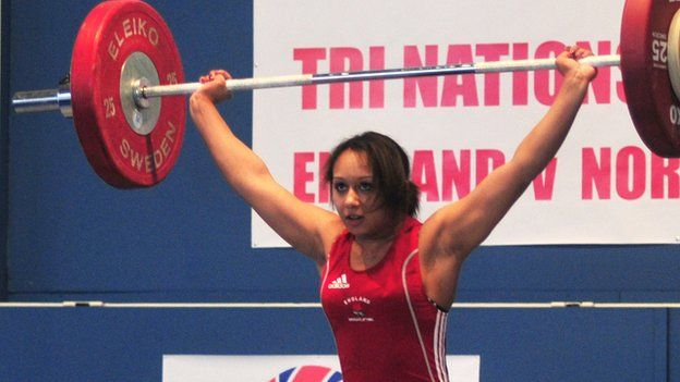 Commonwealth bronze medallist Zoe Smith is one step closer to qualifying for London 2012 after attaining the Olympic 'A' standard  at the European Championships in Turkey.