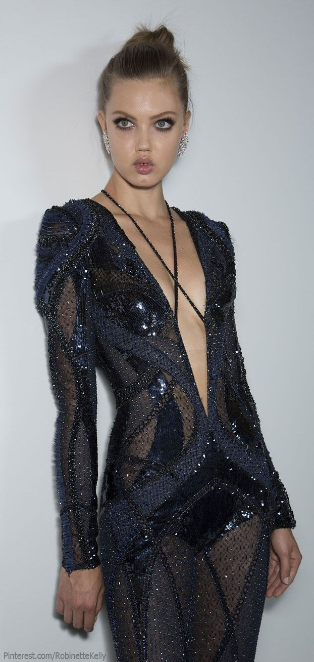 would love to try this on..... Versace Atelier Haute Couture | F/W 2013  Repinned by www.fashion.net