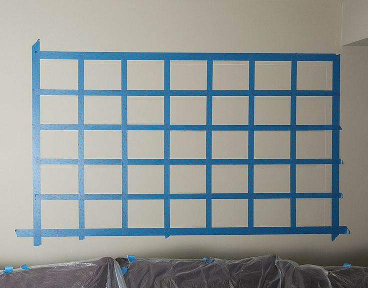 How to make a chalkboard wall calendar. DIY to make your own oversize, large wall calendar with chalkboard paint. Easy tutorial with how to pictures.