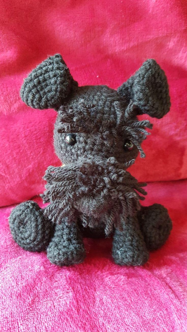 Háčkovaný knírač / crochet dog