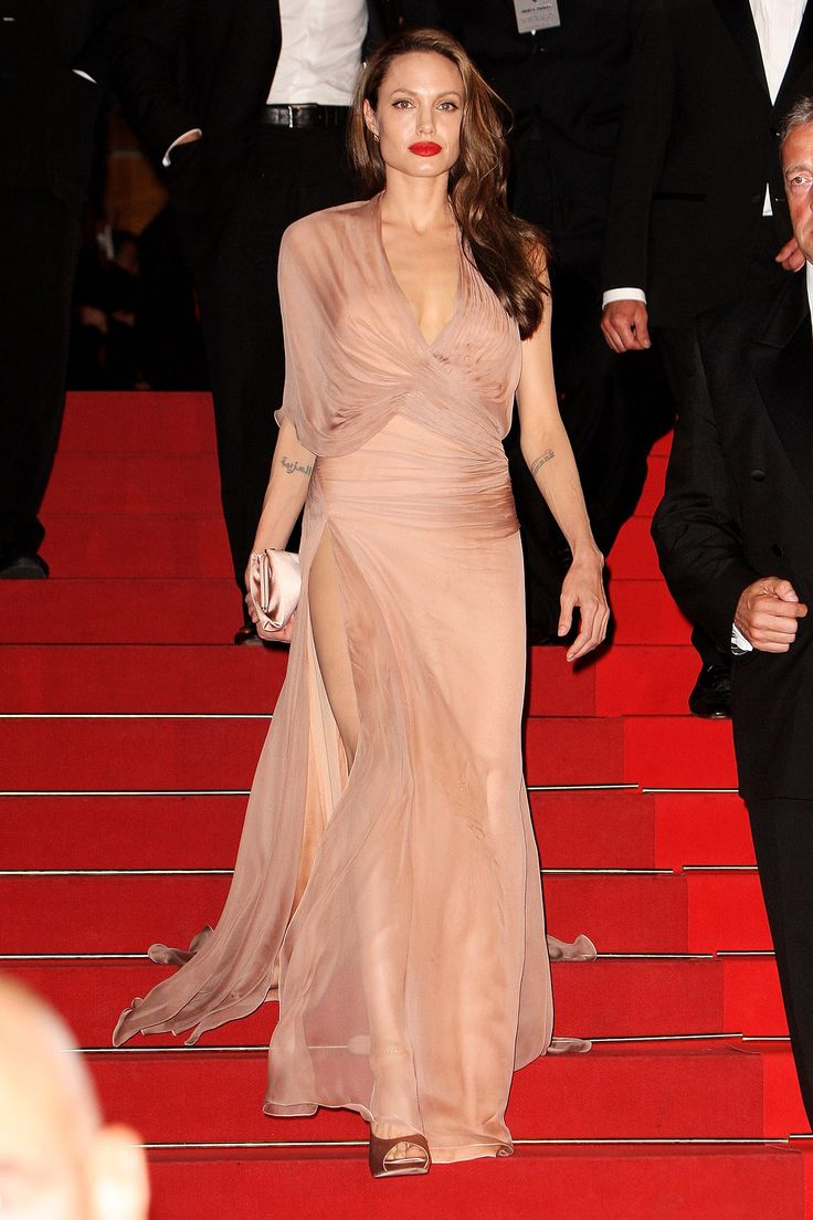 For the Cannes Film Festival in 2009, Angelina wore a chiffon one-sleeved Versace gown that exuded delicacy and femininity as well as her usual sex appeal.