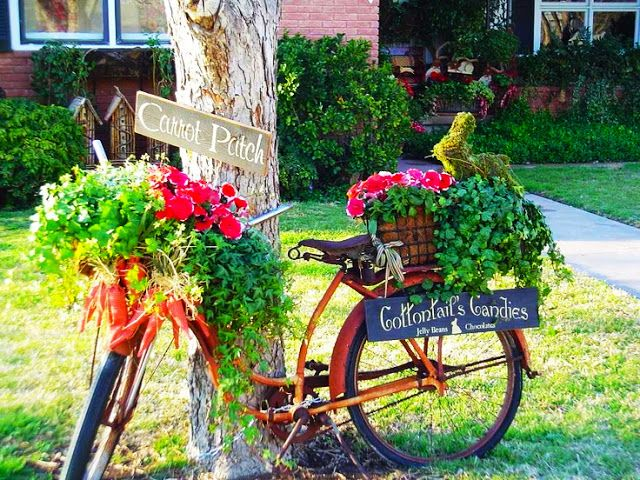 Old Bicycle Planter:  I just love these old bikes used as planters.