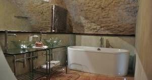 Mobile Bagno in legno rustico contemporaneo albergo Robur Marsorum