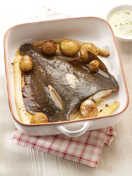 Een overheerlijke pladijs uit de oven, asperges en kervelmousseline , die maak je met dit recept. Smakelijk!