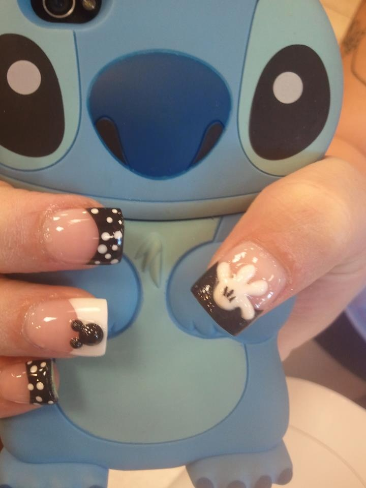 Mickey - Black & White Nails- everything about this picture is killing me!!!!
