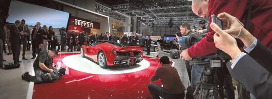 Ferrari LaFerrari Geneven autonäyttelyssä maaliskuussa 2013. | Katso loput kuvat esitteillä olevista autoista. Kuva: Kimmo Taskinen