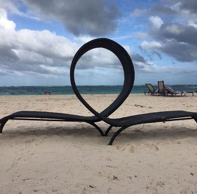 Punta Cana é um destino paradisíaco no Caribe que fica na República Dominicana, aquele país vizinho ao Haiti. Os dois países dividem uma ilha e Punta Cana fica na extremidade leste dessa ilha. O Viajante Móvel foi conferir esse paraíso na terra em dezembro de 2015,e voltamos encantados pela cor do mar, pela beleza da …