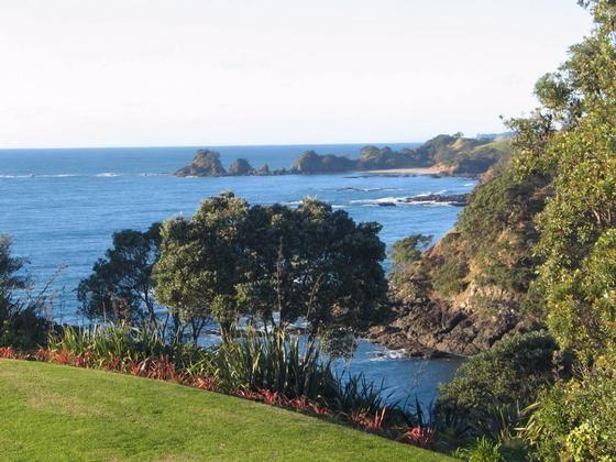Pvt headland / beach, sleeps 15, magnificent views in Whananaki North, Whananaki | Bookabach