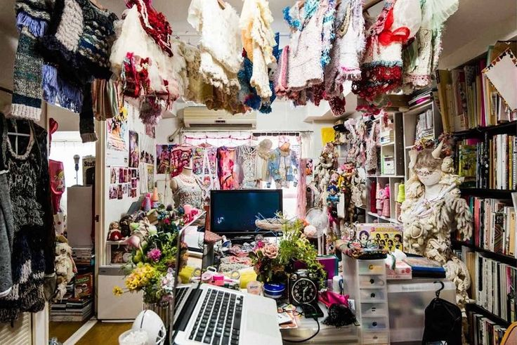 You'll be amazed to see what the bedrooms of otaku girls in Japan look like!