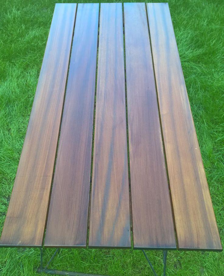 Tischplatte für gartentisch aus Tatajuba Terassendielen einseitig glatt gehobelt geschliffen und mit dunklem Hartholz geölt