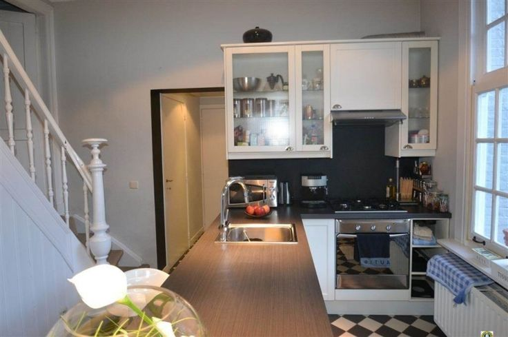 Huis te huur in Kalmthout - 130m² - 1 375 € - Logic-immo.be - Charmante cottage-villa op 1.425 m² met 2 slaapkamers, ruime woonkamer, keuken, badkamer, dressing en kantoorruimte. Prachtige ligging nabij de kalmthoutse Heide ! EPC 632 kWh/m².            ...