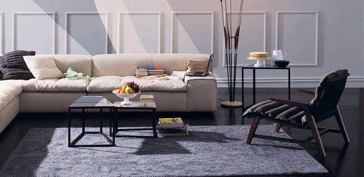 Tonos más neutros para una versión de salón moderno elegante y atemporal.