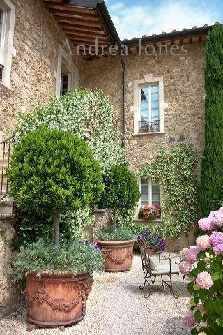 italian villa courtyard