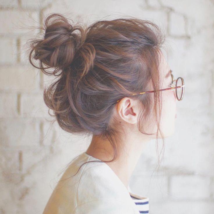 とびきりこなれたオシャレ感♡「メガネ女子」に似合うヘアアレンジ10選 - LOCARI(ロカリ)
