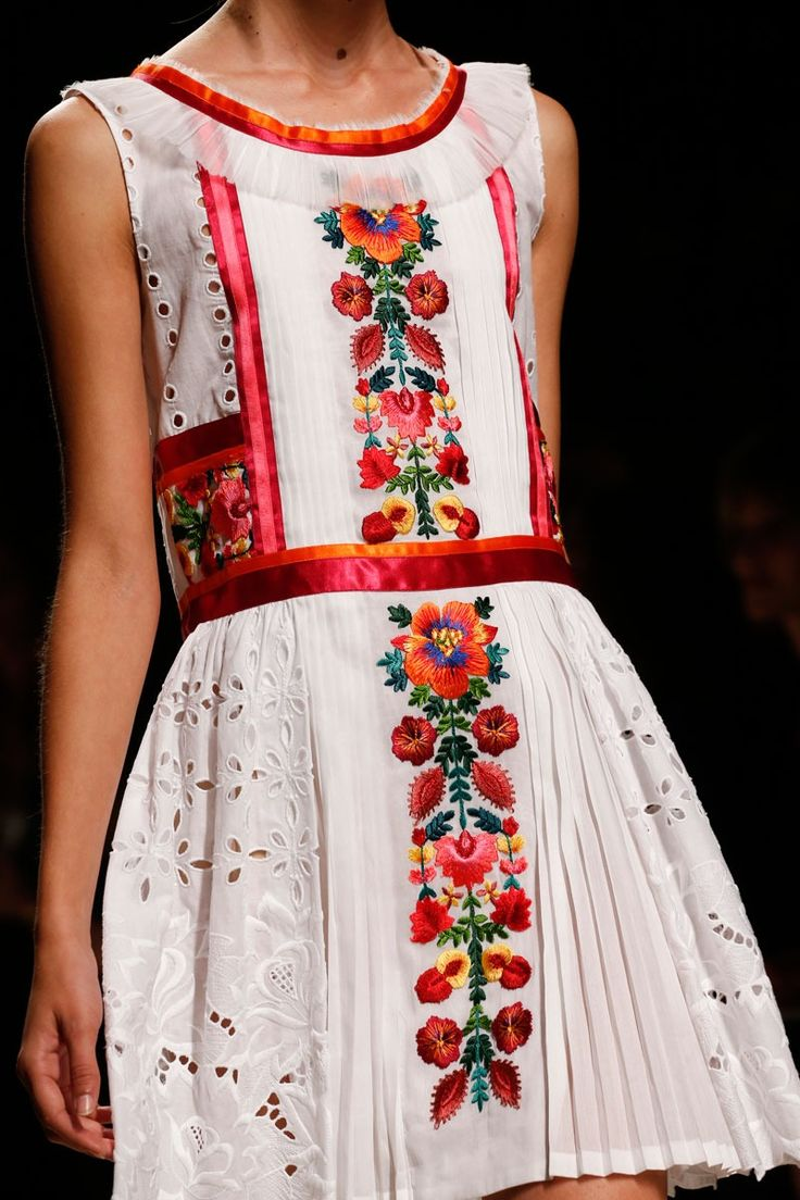 Latin American inspired style on the runway. #alexanderwang #fashion #dress #latin