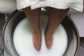 Veggie Goddess Health Tip - Coconut Milk & Honey Foot Bath for Soft, Callus-Free Feet: Pour 1 can of   full-fat coconut milk and 3 Tbsps of raw honey into a foot bath filled with warm water. Soak feet for   15-20 minutes, rinse and dry. Coconut's fatty acids gently melt away the hard layers of skin that   form calluses, while honey's humectants lock in moisture. Use as often as you like