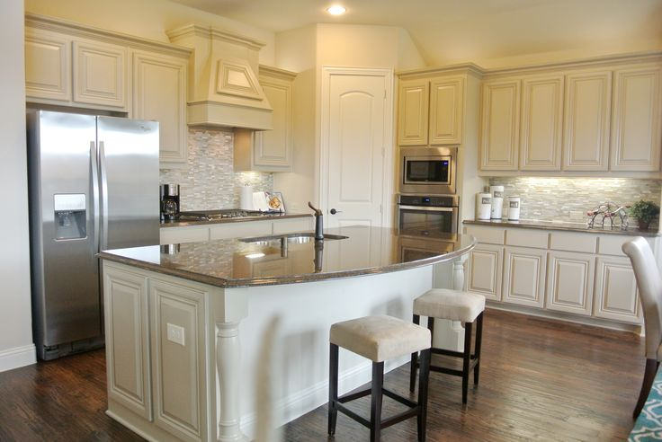 Bloomfield Homes large kitchen with granite island
