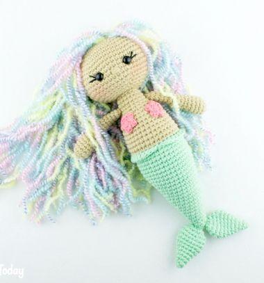 Amigurumi mermaid doll (free crochet doll pattern) // Amigurumi sellő lány (ingyenes sellő baba horgolásminta) // Mindy - craft tutorial collection // #crafts #DIY #craftTutorial #tutorial #DIYToys #ToyMaking #HandmadeToy